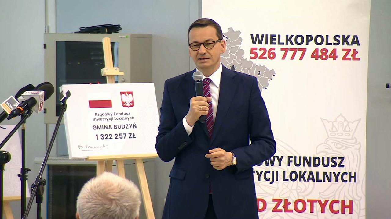 """Morawiecki chwali się """"dobrymi informacjami o budżecie"""". Ekonomiści wskazują przyczynę"""