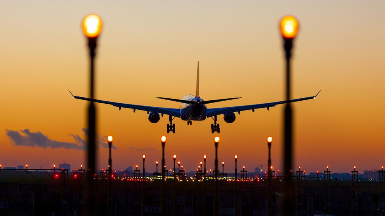 Zakaz lotów do Polski. Więcej miejsc na nowej liście