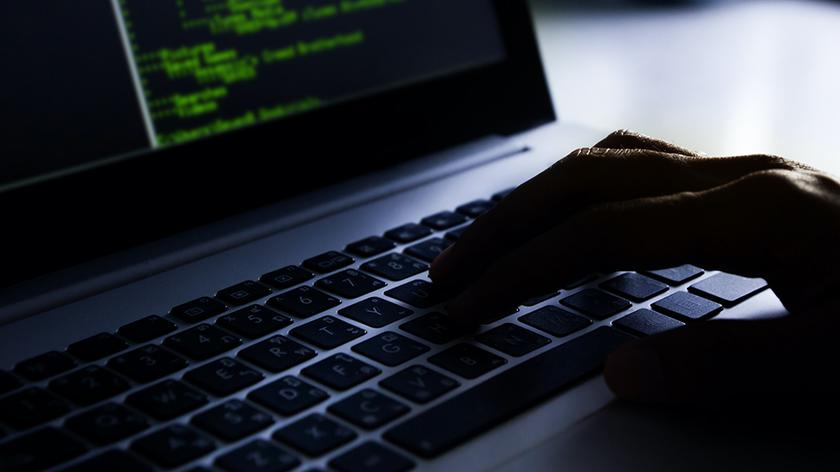 Eksperci przestrzegają przed oszustami internetowymi