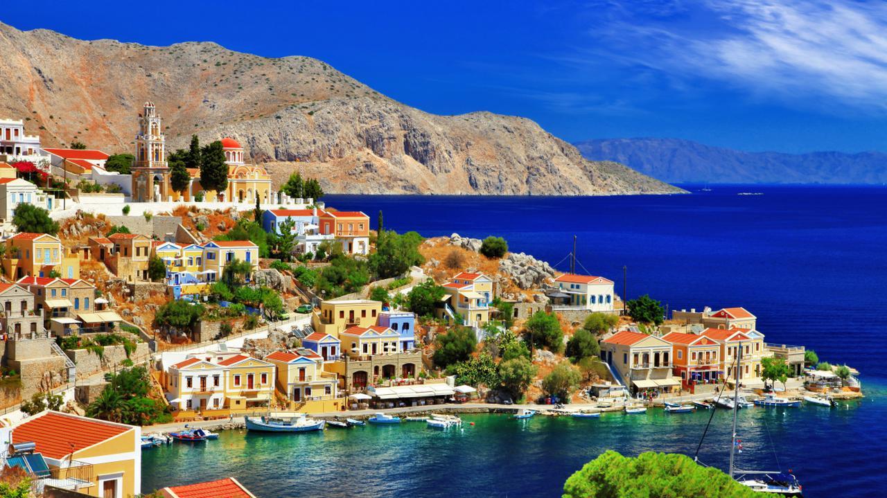 Odradzają podróże na niektóre greckie wyspy, między innymi Rodos i Santorini