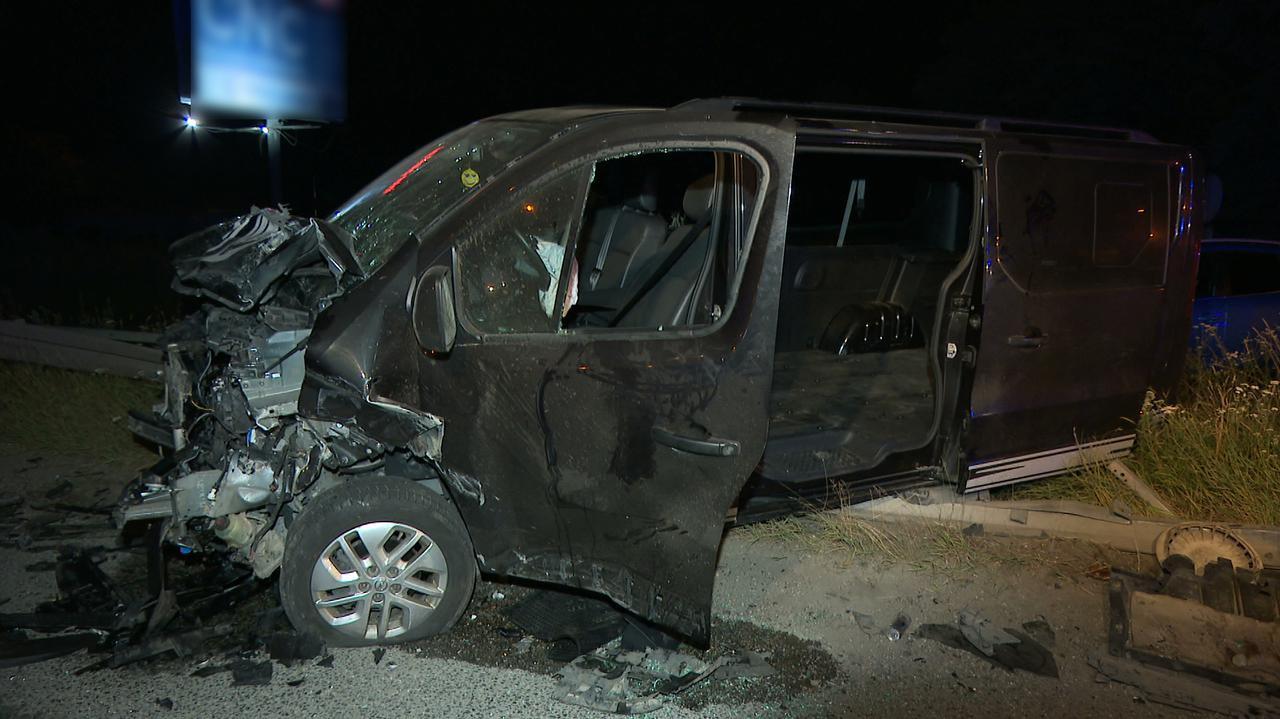 Zginął kierowca auta, w które uderzył bus.