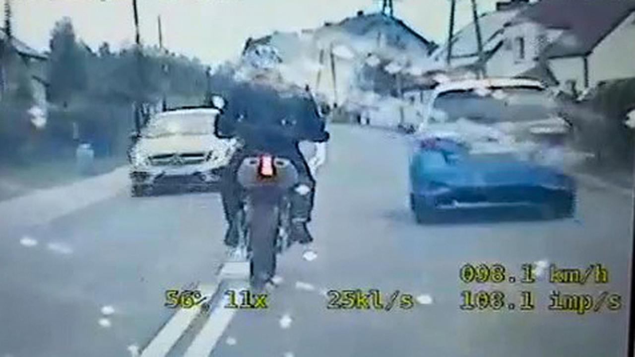 Uciekał motocyklem, w plecaku miał broń maszynową i amunicję