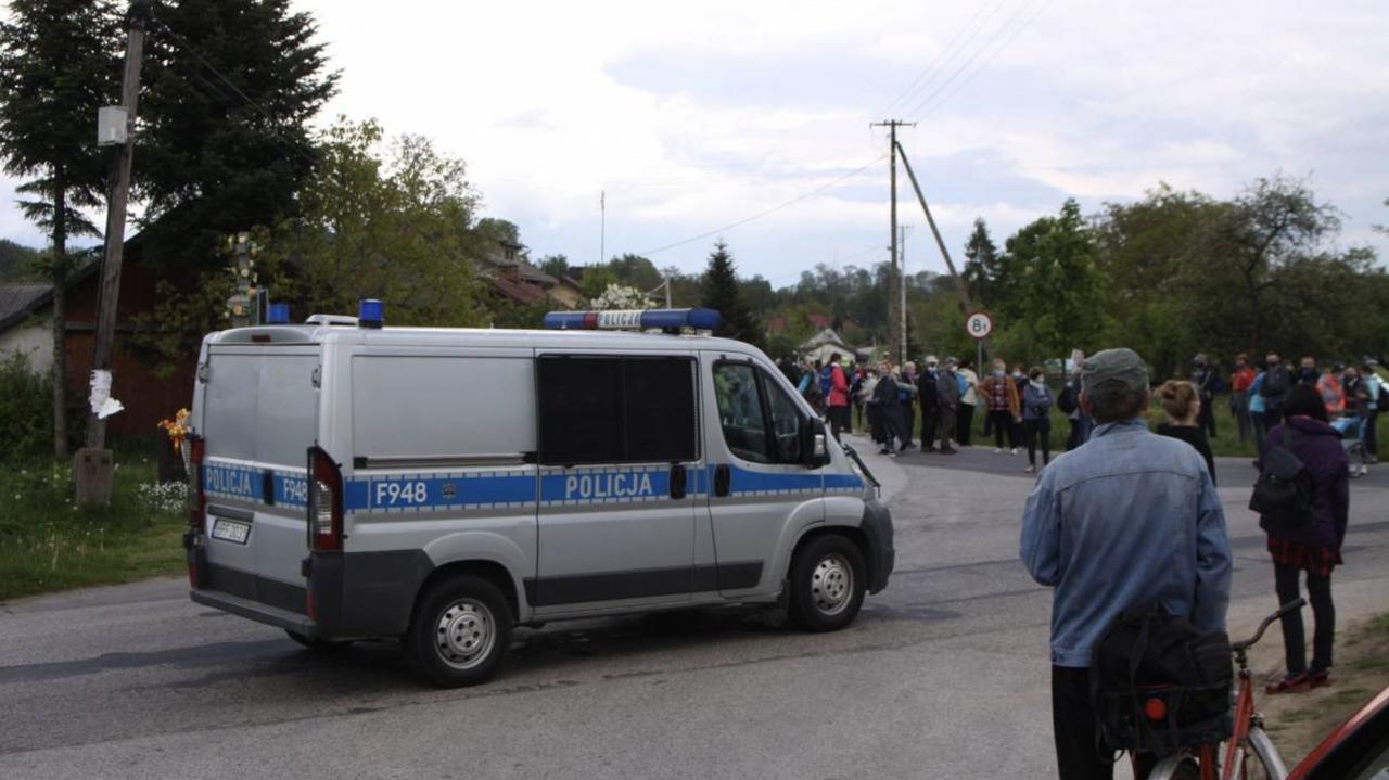 Łowiccy policjanci odprowadzali pielgrzymów, skierniewiccy ich zatrzymali. Przełożeni chcą wyjaśnień