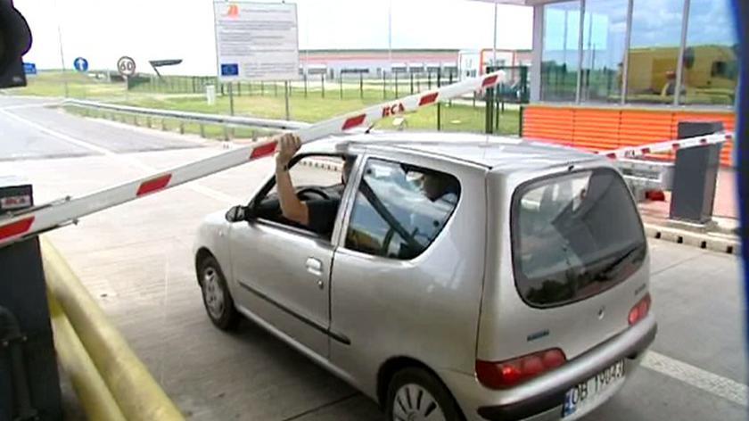 A4: kierowcy forsują bramki