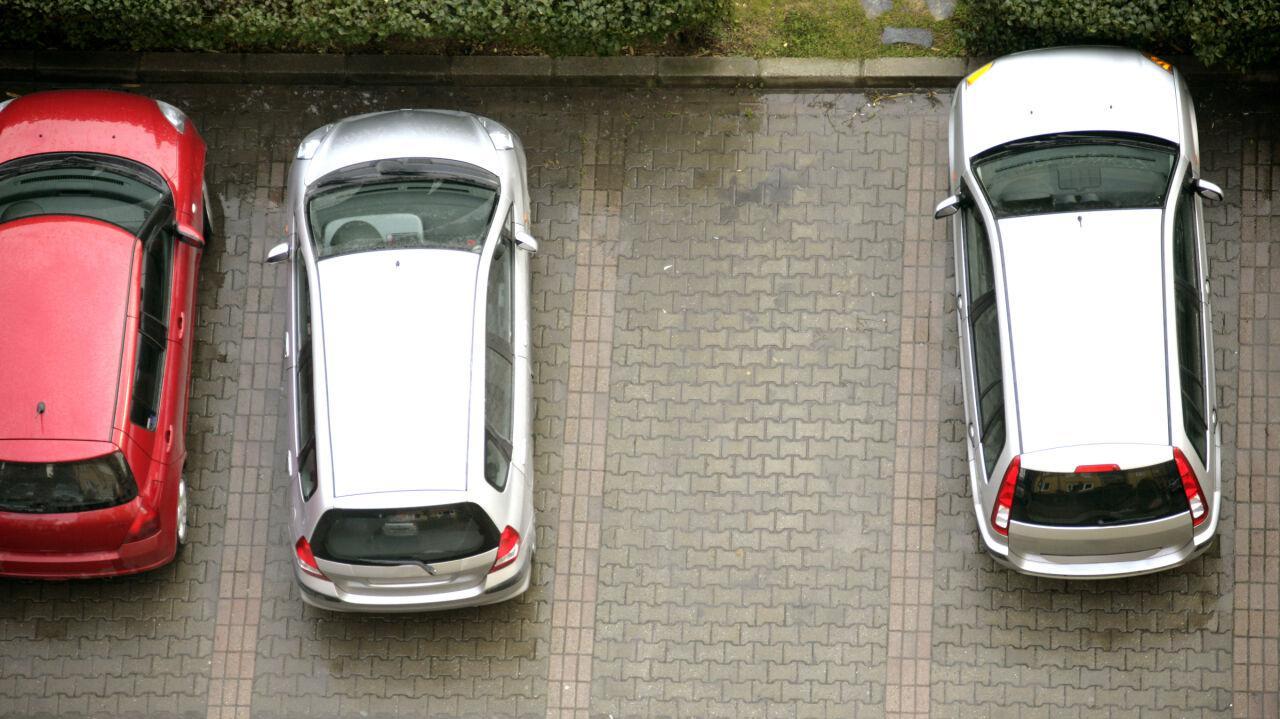 Po zakupach zgłosił kradzież auta. Przejrzeli nagrania i odkryli, co się stało