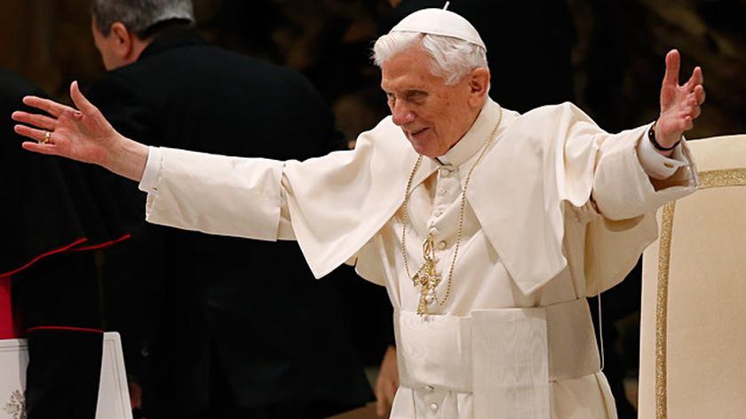 Benedykt XVI: Módlcie się za nowego papieża