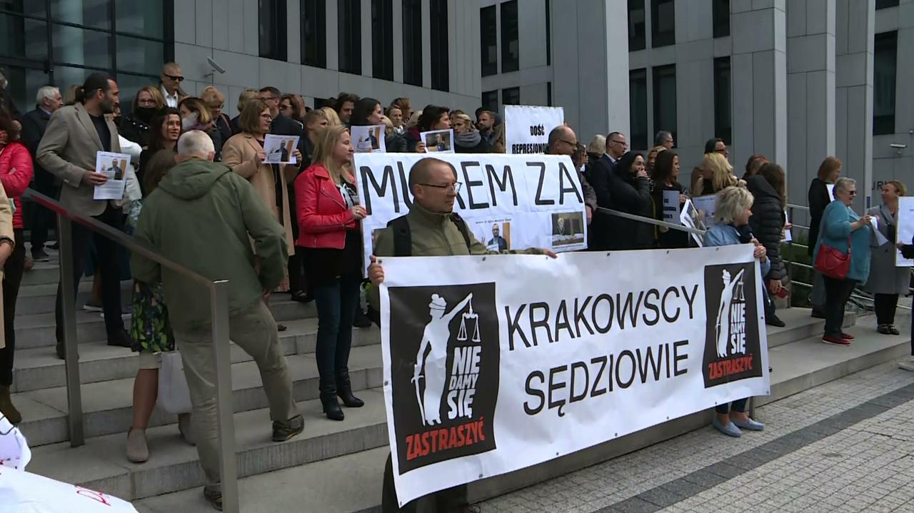 Trwa całodzienny protest krakowskich sędziów z powodu przeniesienia Macieja Czajki, Beaty Morawiec i Katarzyny Wierzbickiej