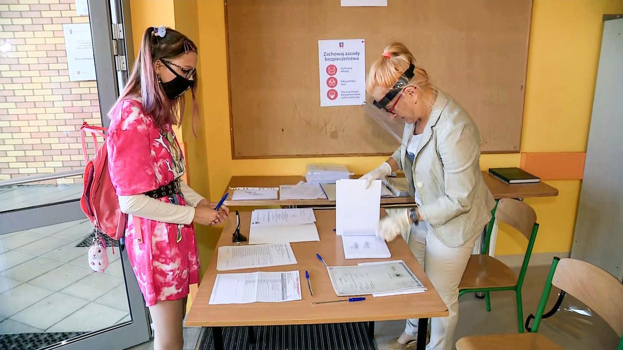 CKE. Wyniki egzaminu ósmoklasisty 2020. Jak sprawdzić? - TVN24