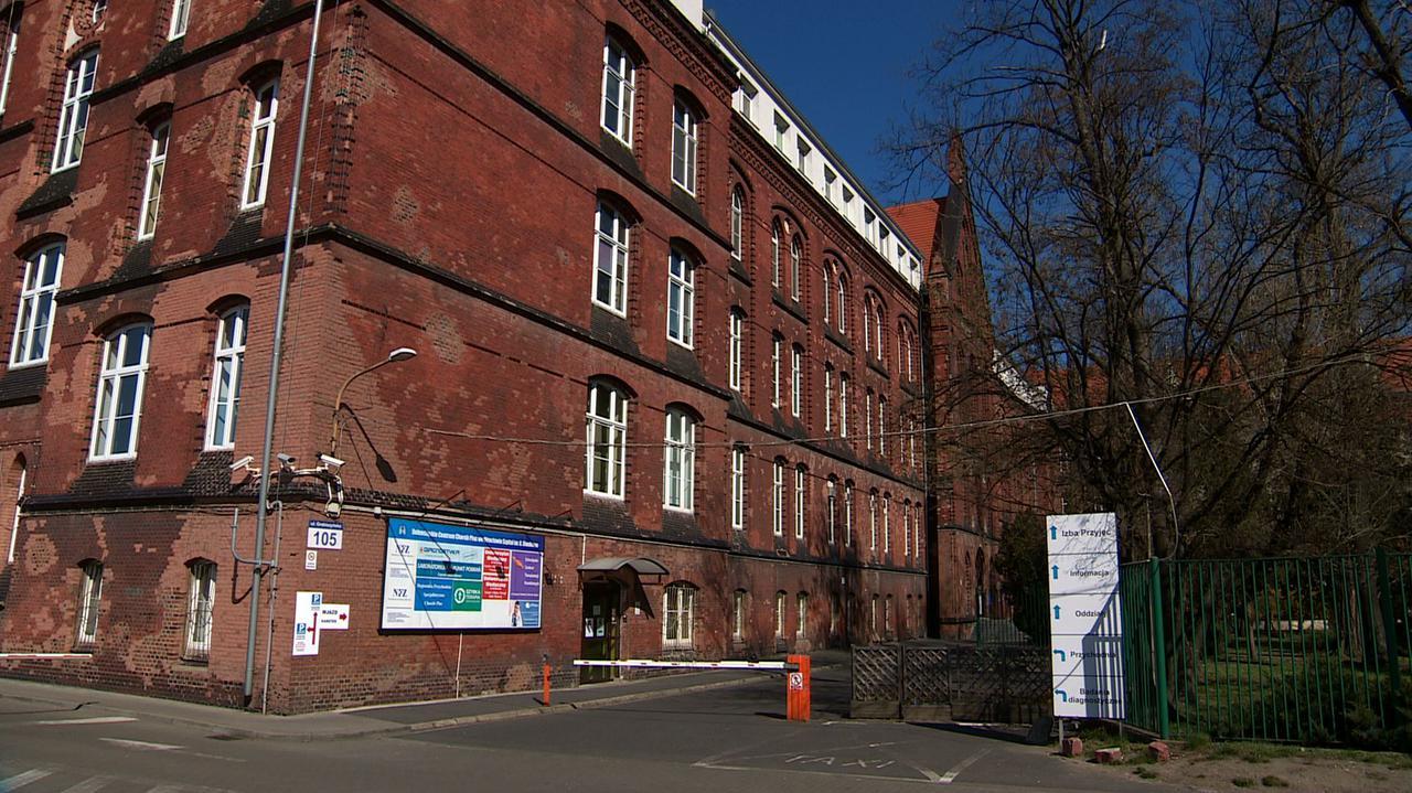 Medycy wracają z kwarantanny. Wrocławski szpital wznawia przyjmowanie pacjentów