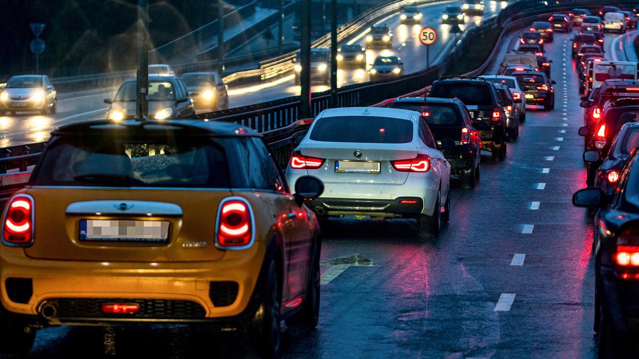 Pierwszeństwo pieszych, jazda na zderzaku, limit prędkości. Sejm za zmianami dla kierowców