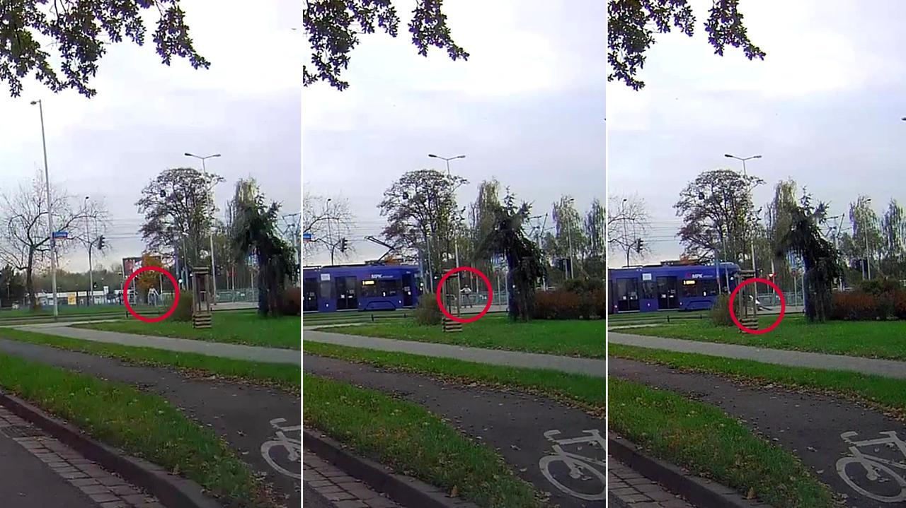 Dziewczyna na rolkach wjeżdża prosto pod tramwaj. Nagranie