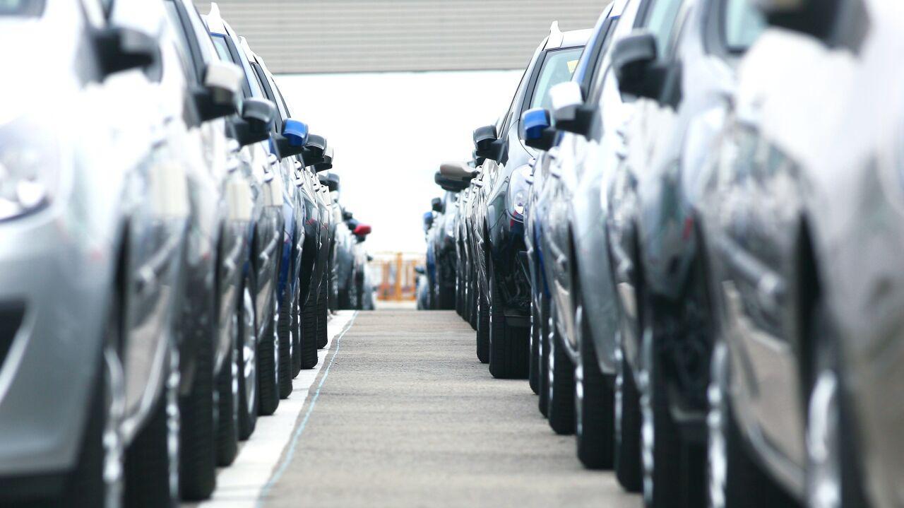 Większe zapasy aut przez pandemię.