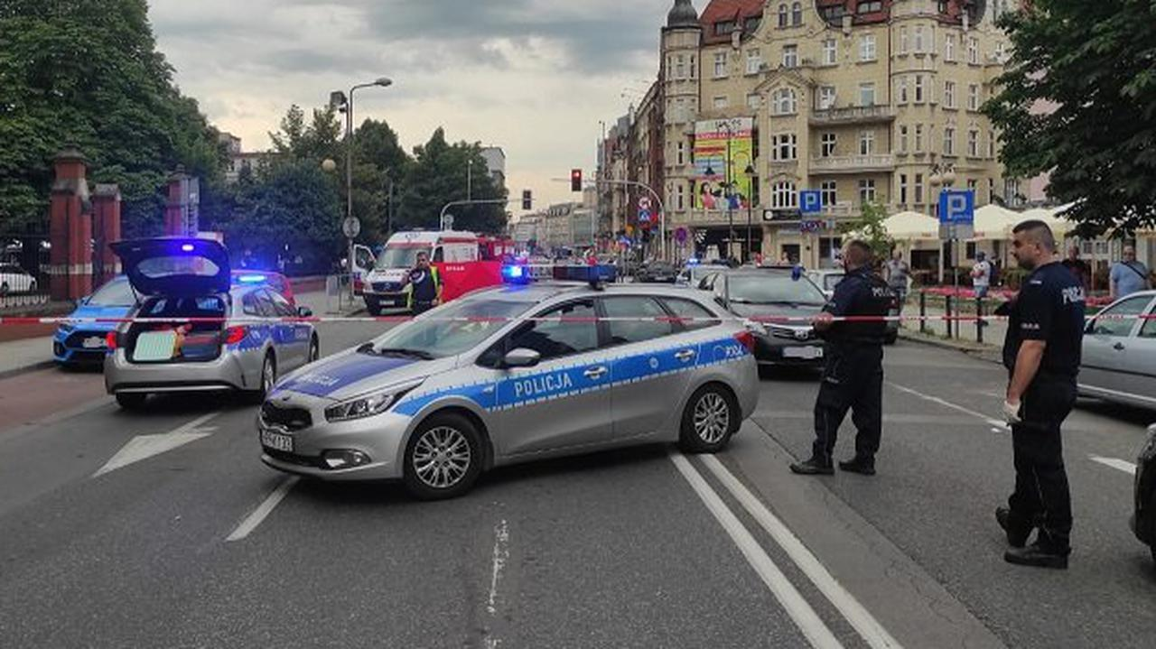 Autobus przejechał 19-latkę w Katowicach. Do sieci trafiły zdjęcia ciała dziewczyny, dwaj policjanci zawieszeni