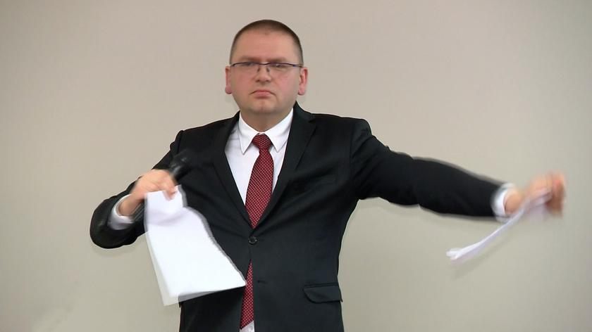Prezes Nawacki podarł projekt trzech uchwał 31 sędziów