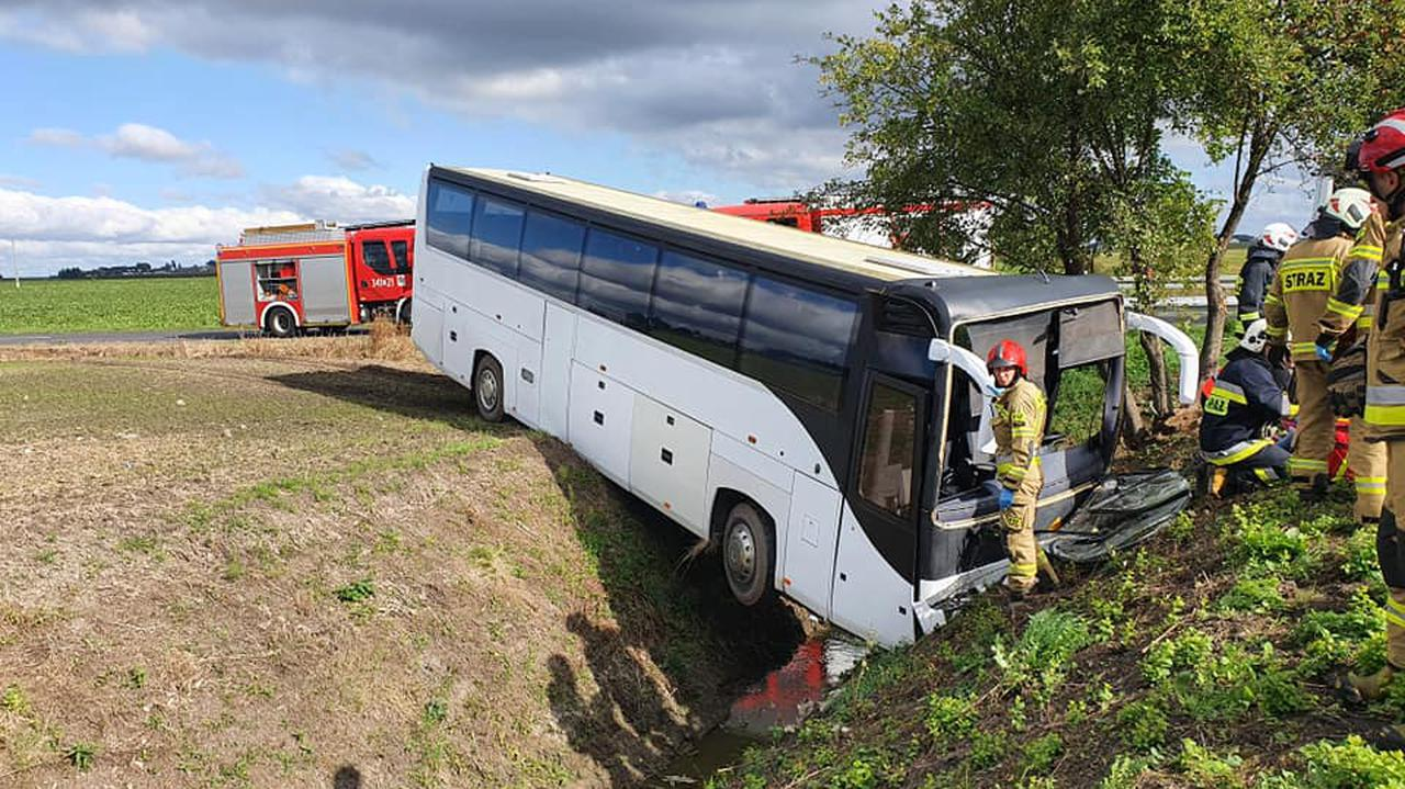 Autobus z przedszkolakami wjechał do rowu. 14 dzieci w szpitalu