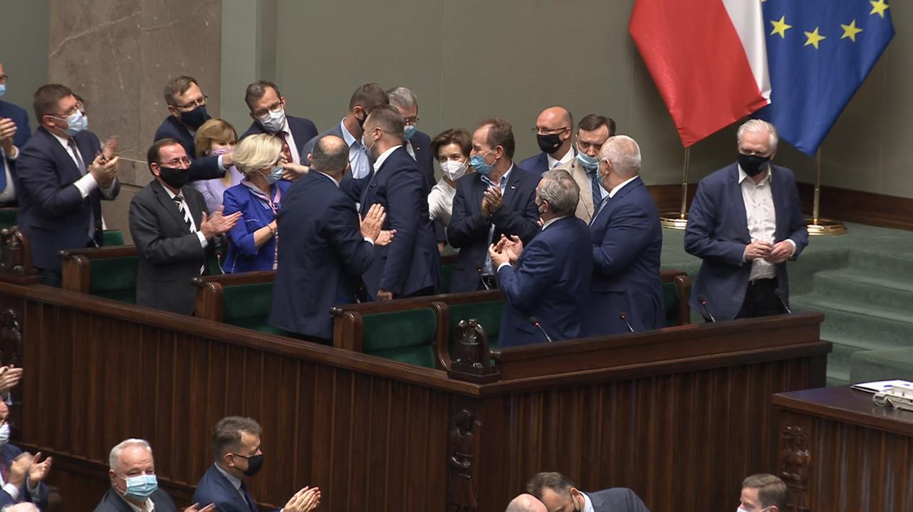 Przemysław Czarnek pozostanie szefem MEiN. Sejm odrzucił wniosek o odwołanie ministra edukacji i nauki. Debata - TVN24
