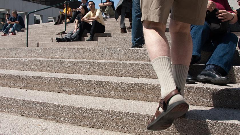 Skarpety w sandałach są trendy