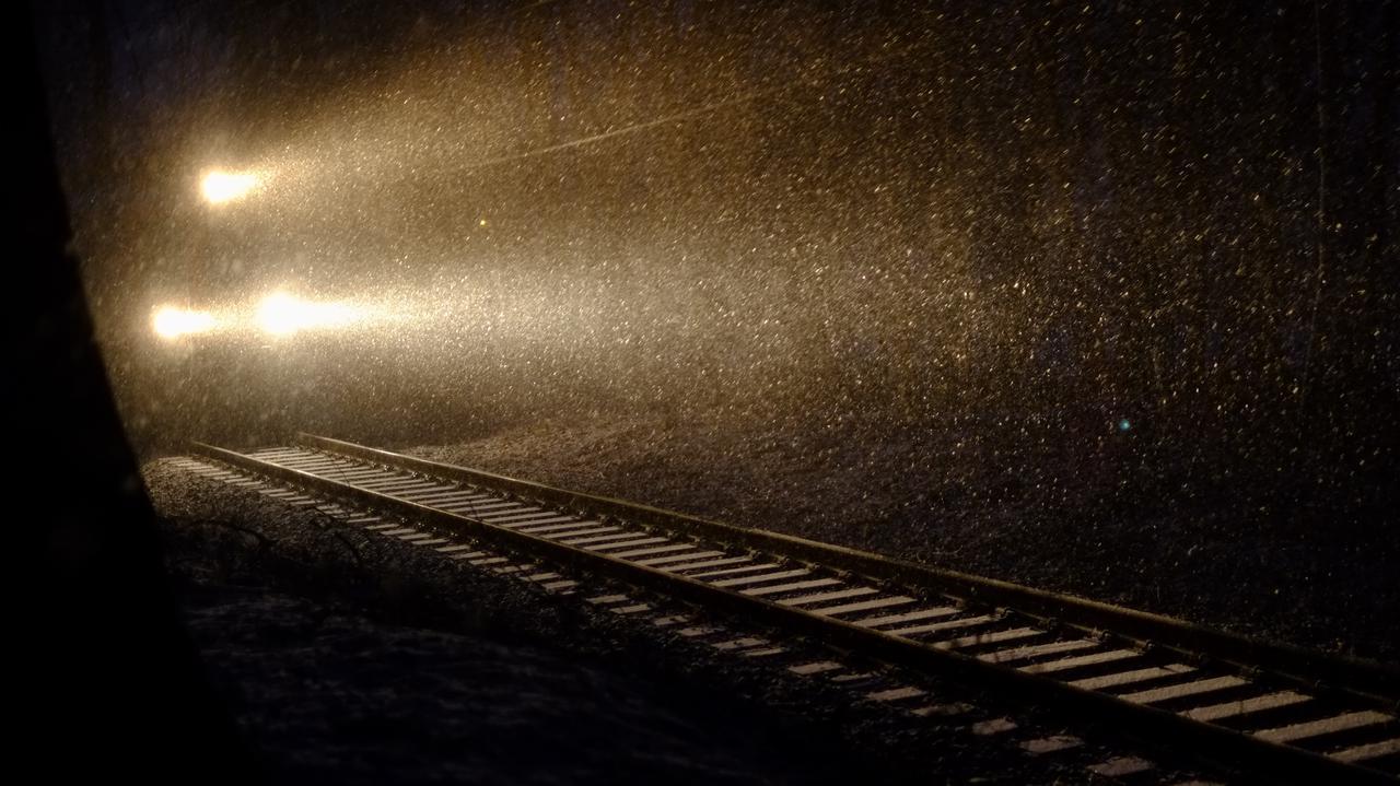 Dwóch nastolatków szło w nocy torami kolejowymi. Zginęli potrąceni przez pociąg