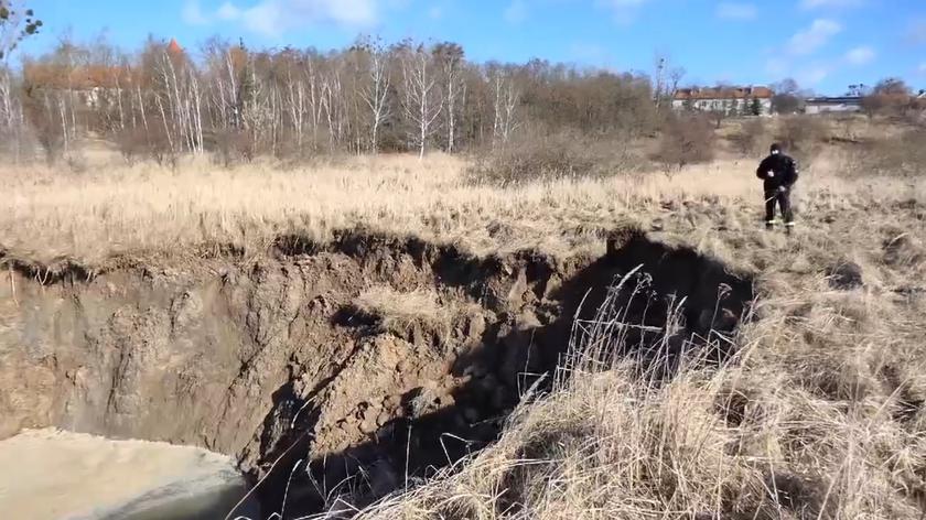 Wapno: Zapadła się ziemia w pobliżu dawnych kopalni soli i gipsu