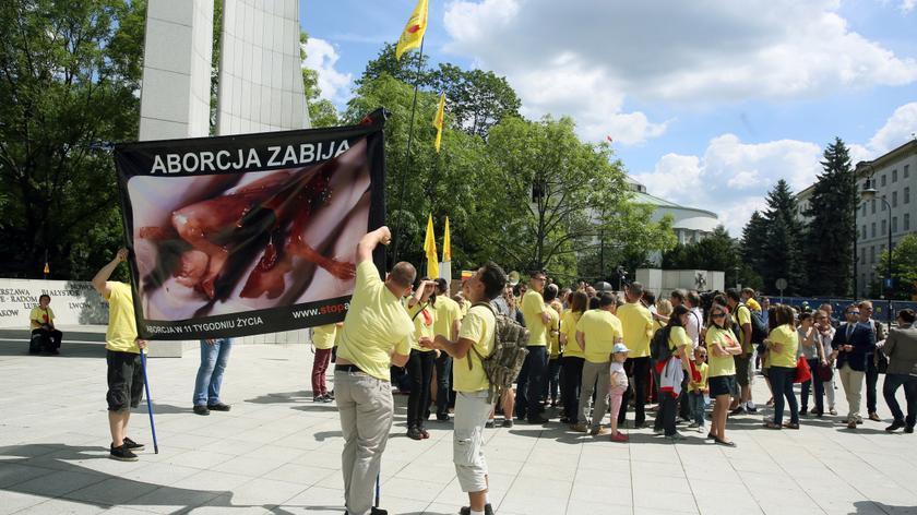 Projekt całkowitego zakazu aborcji już w Sejmie. Prawie pół miliona podpisów