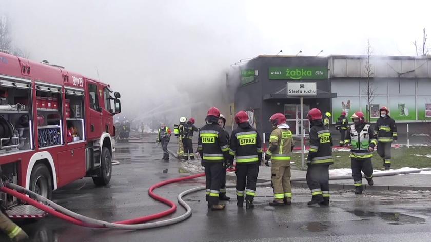 Pożar pawilonu handlowo-usługowego w Opolu. W akcji 13 zastępów straży pożarnej
