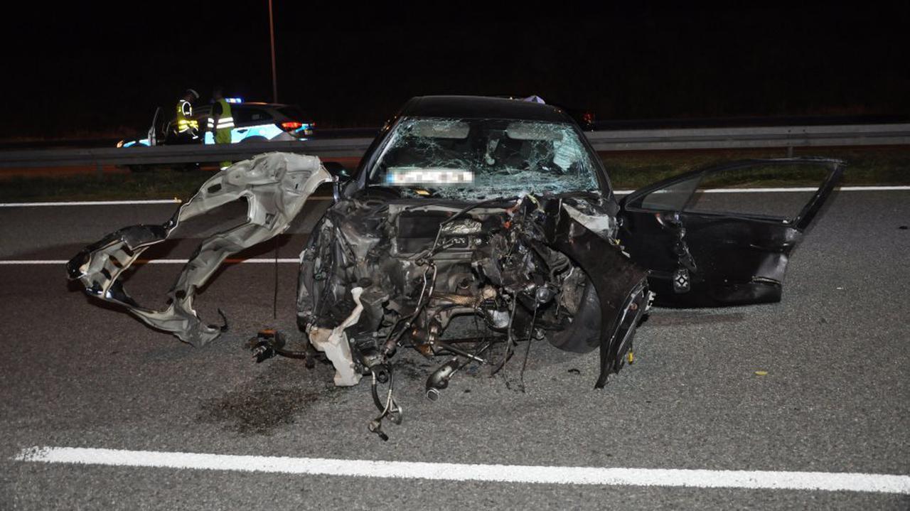 Kierowca po zderzeniu wypadł z auta, zmarł na miejscu. Silnik znaleźli na sąsiedniej jezdni