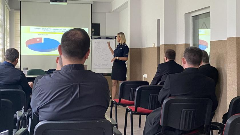 Polish police train priests how to protect senior citizens from scammers