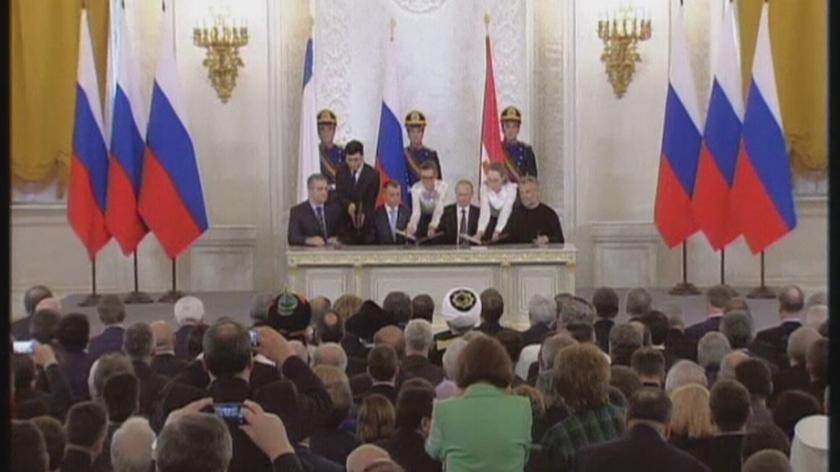 Rosja została pozbawiona prawa głosu w Zgromadzeniu Parlamentarnym po aneksji Krymu. Nagranie archiwalne: podpisanie umowy o przyłączeniu półwyspu do Federacji Rosyjskiej