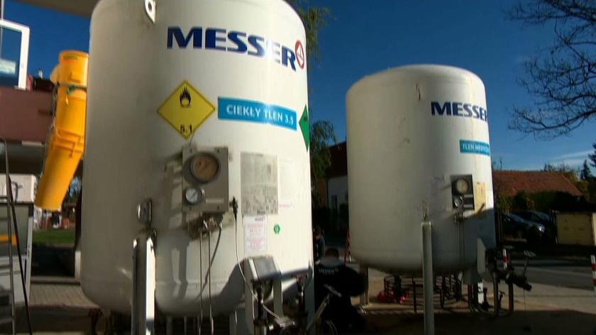Szpital w Dzierżoniowie instaluje zbiorniki z tlenem dla pacjentów chorych na COVID-19