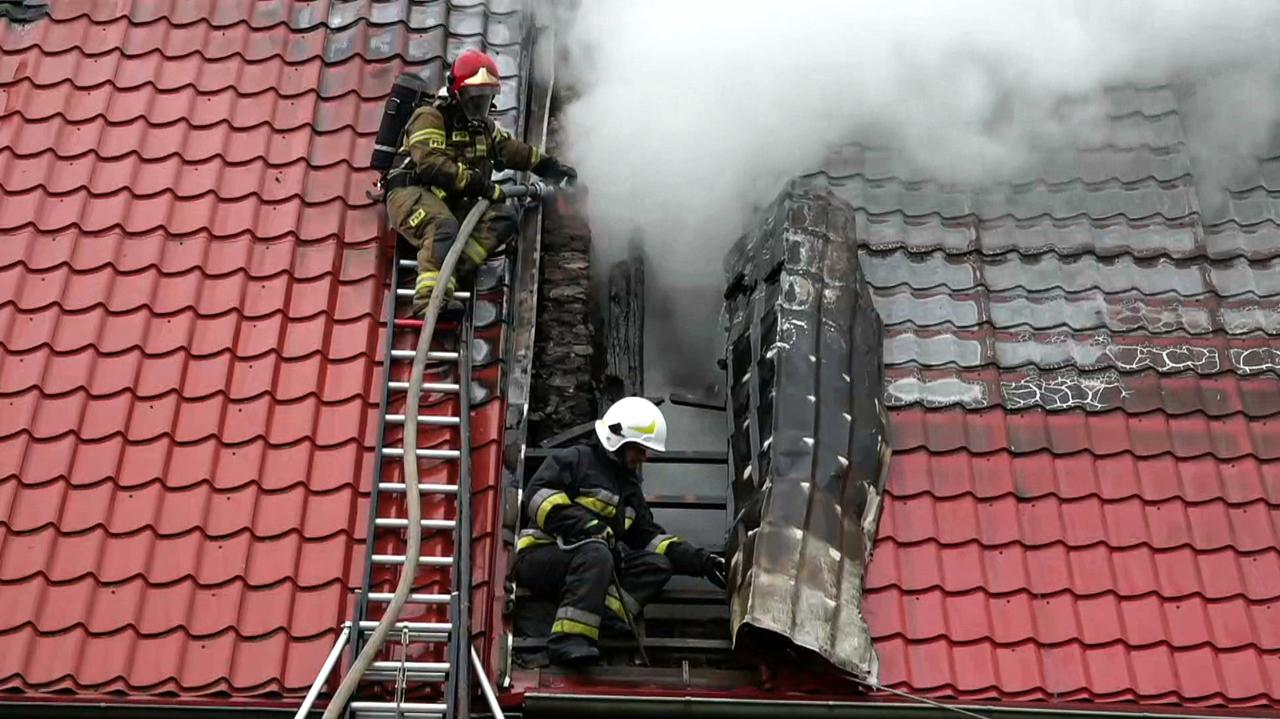 Dom zapalił się po uderzeniu pioruna.