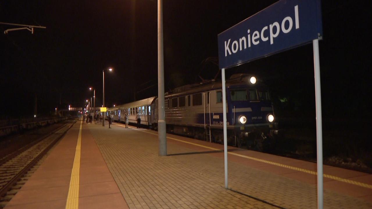 Pociąg zatrzymał siękilkaset metrów za przystankiem.