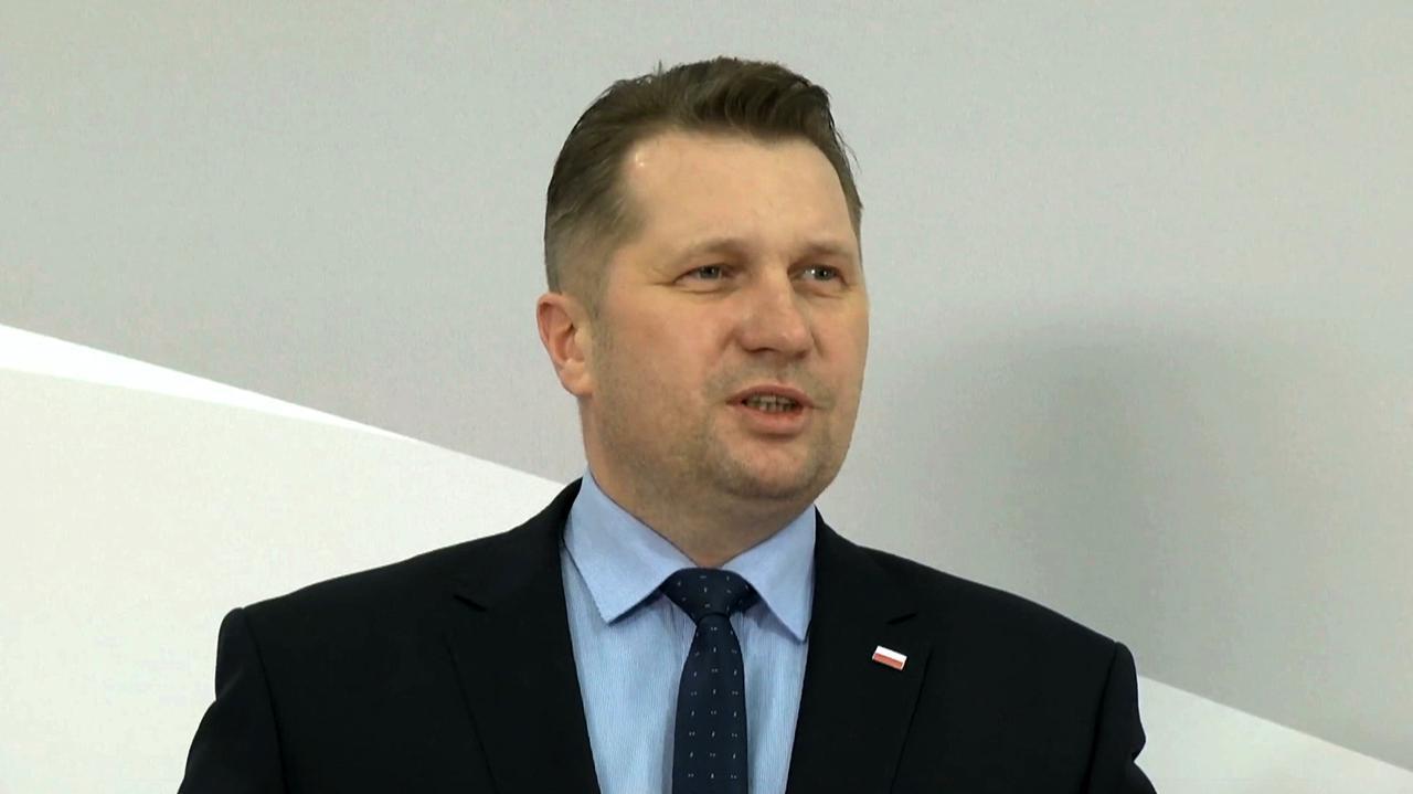 Minister Przemysław Czarnek o otyłości u dziewczynek. Komentarze polityków - TVN24