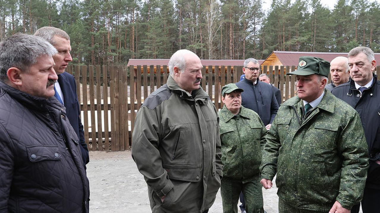 """""""Co, jeśli przeciwnikom władzy uda się zorganizować zamach na prezydenta?"""" Łukaszenka znalazł rozwiązanie"""