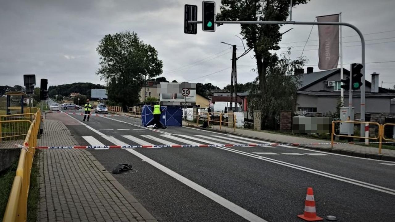 41-latka śmiertelnie potrącona na pasach. Policja szukała kierowcy, w sprawie zatrzymano 32-latka