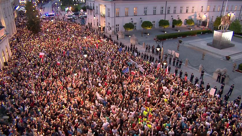 """Protest przed Pałacem Prezydenckim. """"Chcemy weta"""""""
