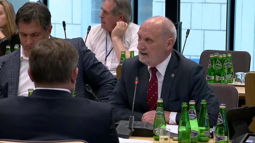 Macierewicz: ten film jest załącznikiem do raportu