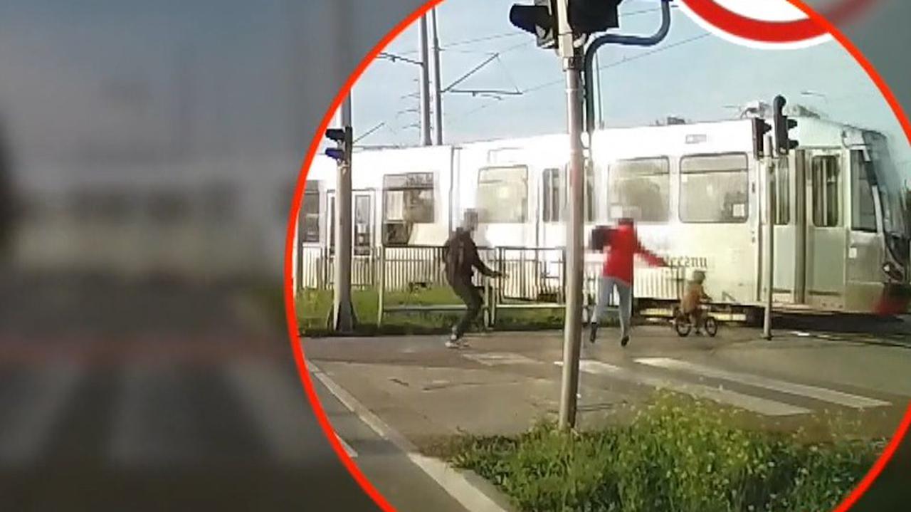 Mały chłopczyk na rowerku biegowym jechał wprost pod tramwaj. Nagranie ku przestrodze