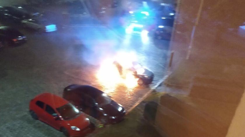 Pożar nieoznakowanego radiowozu we Wrocławiu