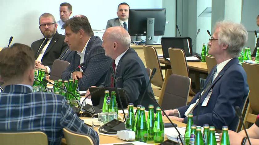 Macierewicz: nie będę odpowiadał na pozostałe wyzwiska, bo są one tyle samo warte