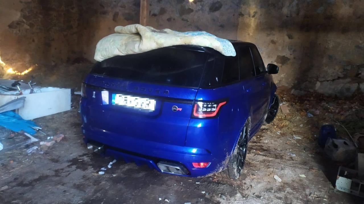 Auto warte ponad pół miliona złotych schował w stodole. Jej właścicielom