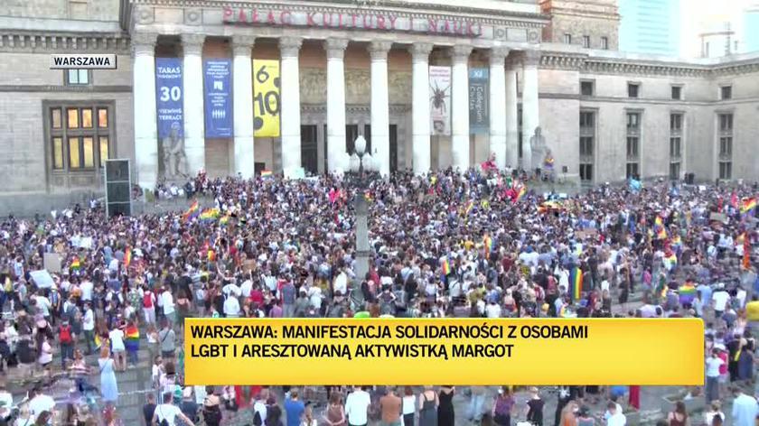 Protest przeciwko zatrzymaniu Margot na placu Defilad w Warszawie