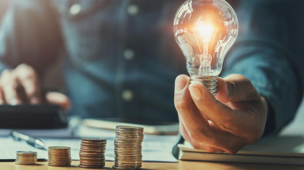 Ceny energii ujemne pierwszy raz w historii. Wpływ na to miały dwa czynniki