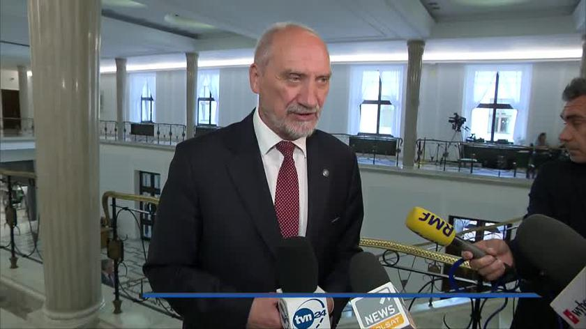 Prokuratura chce aresztu dla kontrolerów ze Smoleńska. Macierewicz: zarzut jak najbardziej słuszny