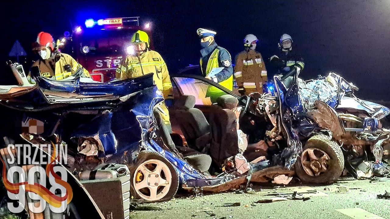 Czołowe zderzenie dwóch aut, zginęło dwoje nastolatków