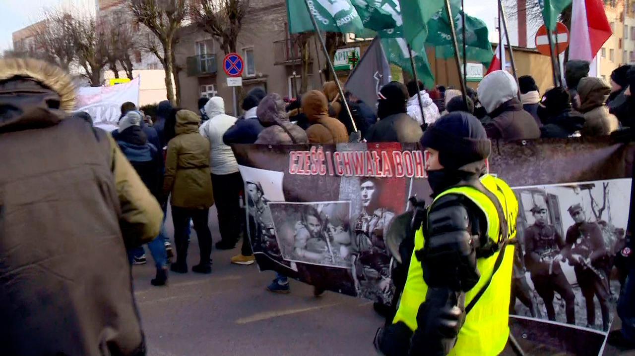 Prokuratura oskarĹźa po marszu narodowcĂłw.