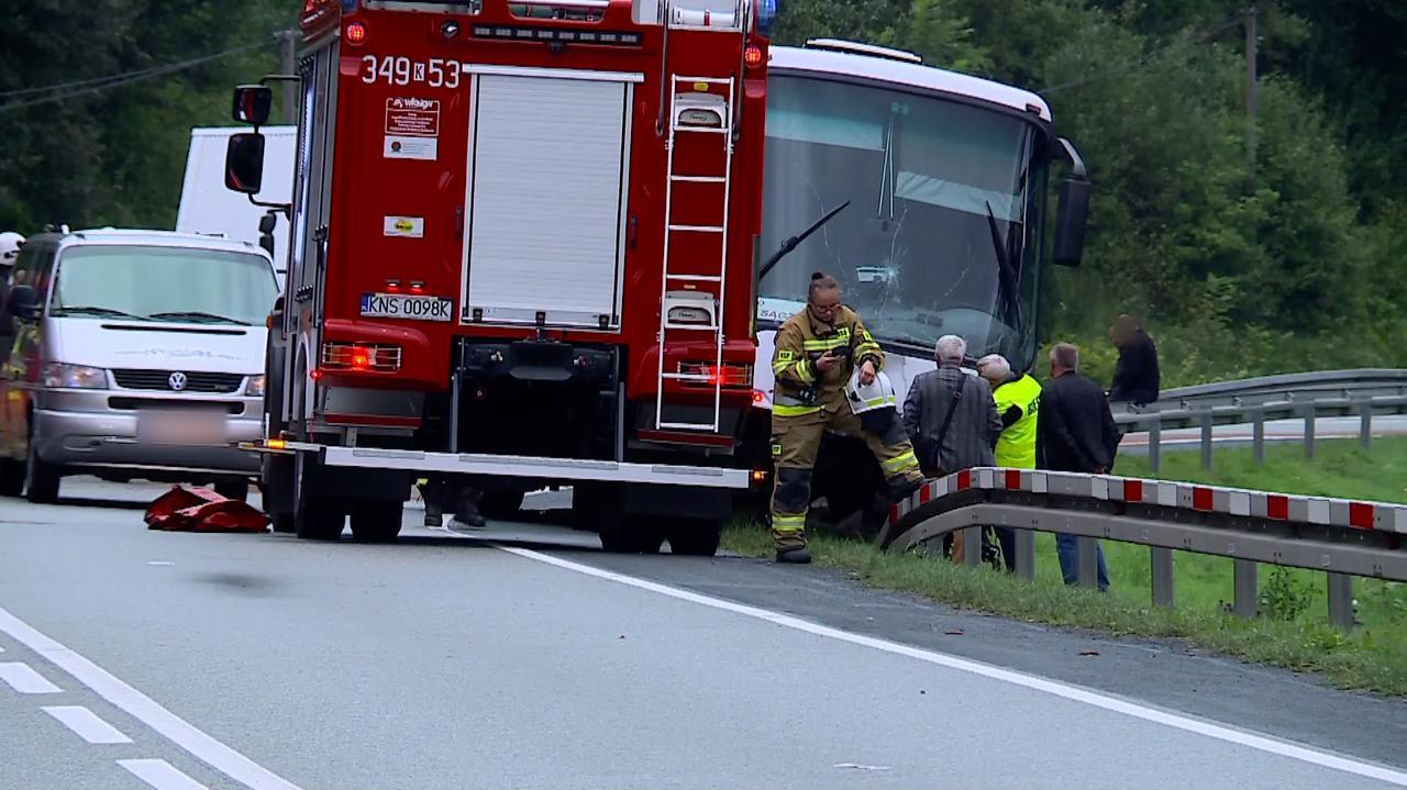 Zderzenie z autobusem. Nie żyją dwie osoby, ciężko ranne dzieci