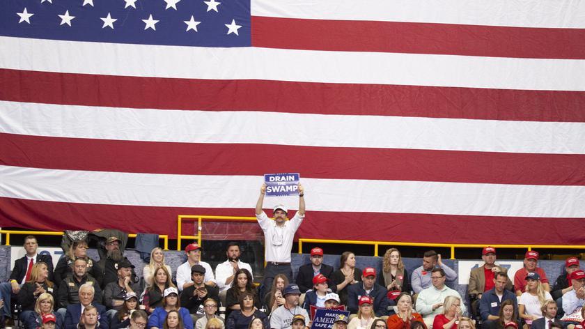 """""""Osuszyć bagno"""" - to hasło zwolenników Donalda Trumpa"""