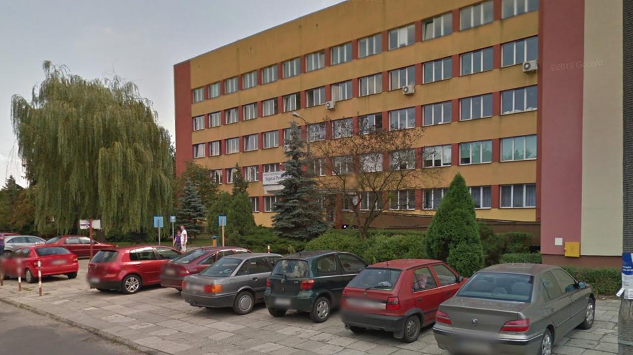 """<a href=""""https://tvn24.pl/tvnwarszawa/okolice/koronawirus-w-polsce-kozienice-oddzial-zakazny-szpitala-powiatowego-ewakuowany-4721583?source=rss"""">Lekarze z kozienickiego szpitala chorzy na COVID-19. Oddział zakaźny został ewakuowany</a> thumbnail  Zamykanie szkół, krótsza praca restauracji, zakazanie wesel: Dzisiaj decyzje rządowego sztabu kryzysowego LANDSCAPE 1280"""