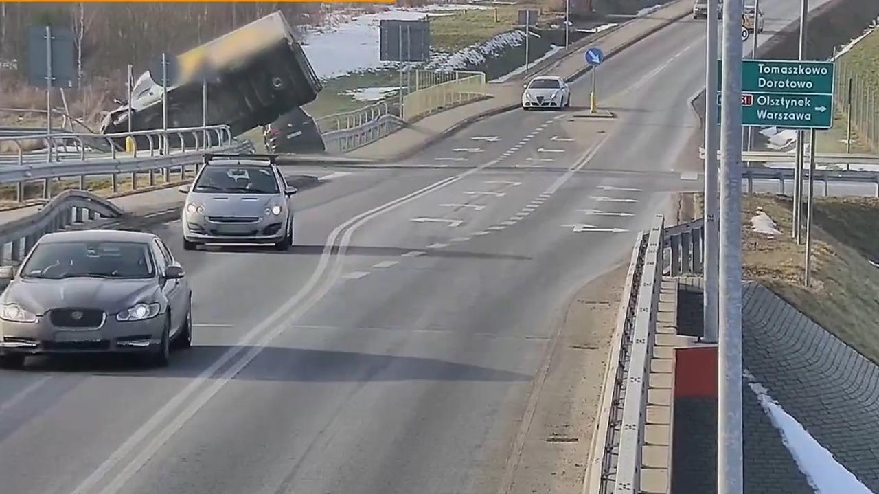 Kolizje i wypadki, bo w tym miejscu kierowcy często lekceważą znak STOP. Użyli drona, by ich nagrać