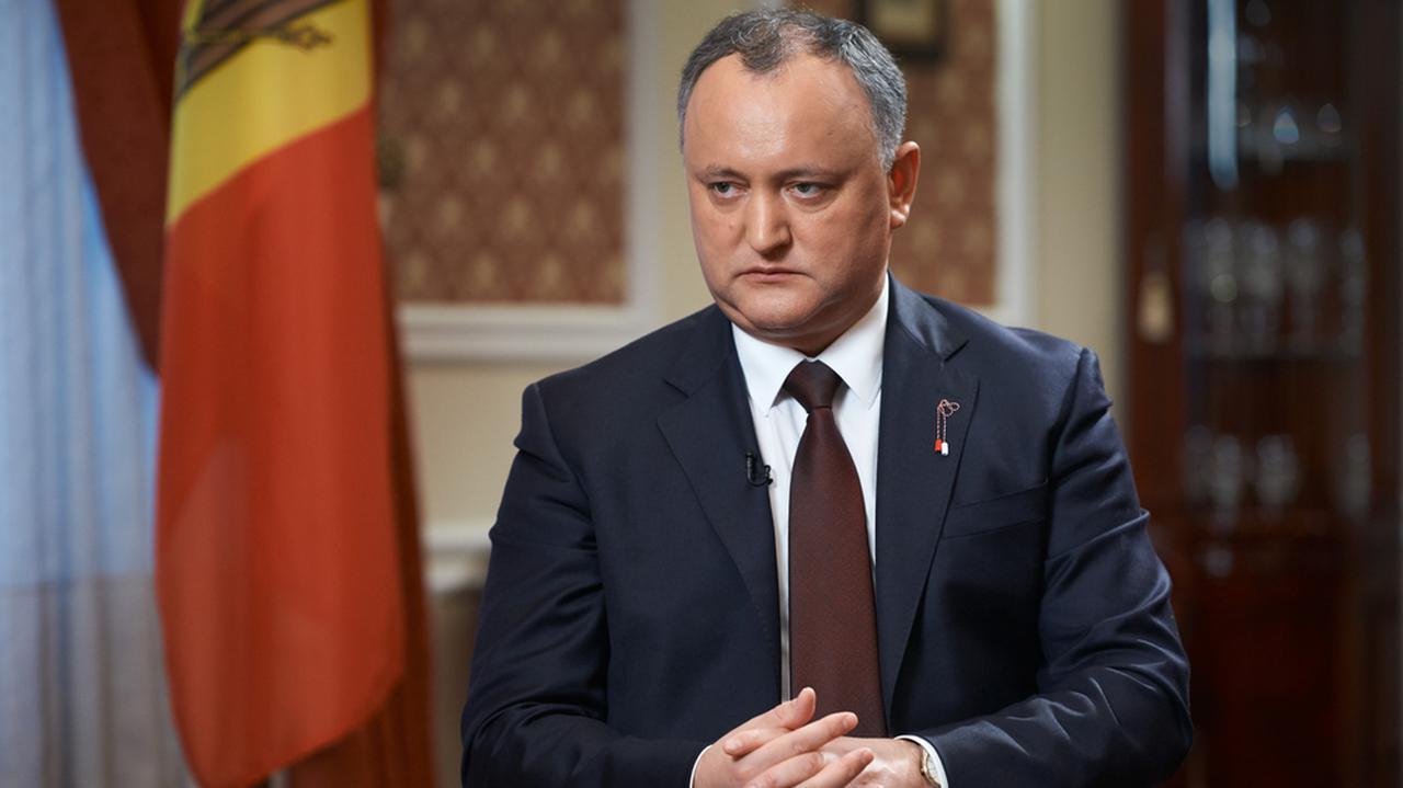 """Rosyjska broń """"w wewnątrzmołdawskiej walce o władzę"""". Dodon odleciał z Moskwy ze Sputnikiem V"""